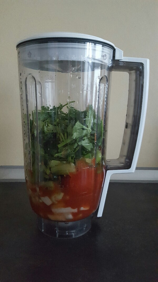 Recette harira bio aux légumes sans gluten placez les oignons la tomate le céleri et la coriandre dans un blender