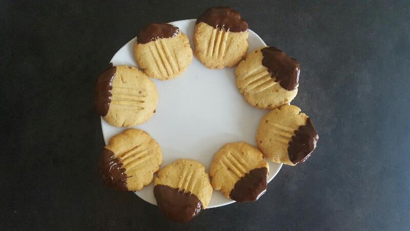 Recette biscuits sablés au chocolat pattes de chat laissez refroidir le chocolat