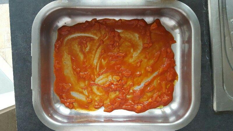 Recette lasagnes végétariennes aux légumes couvez le fond du plat de sauce tomate